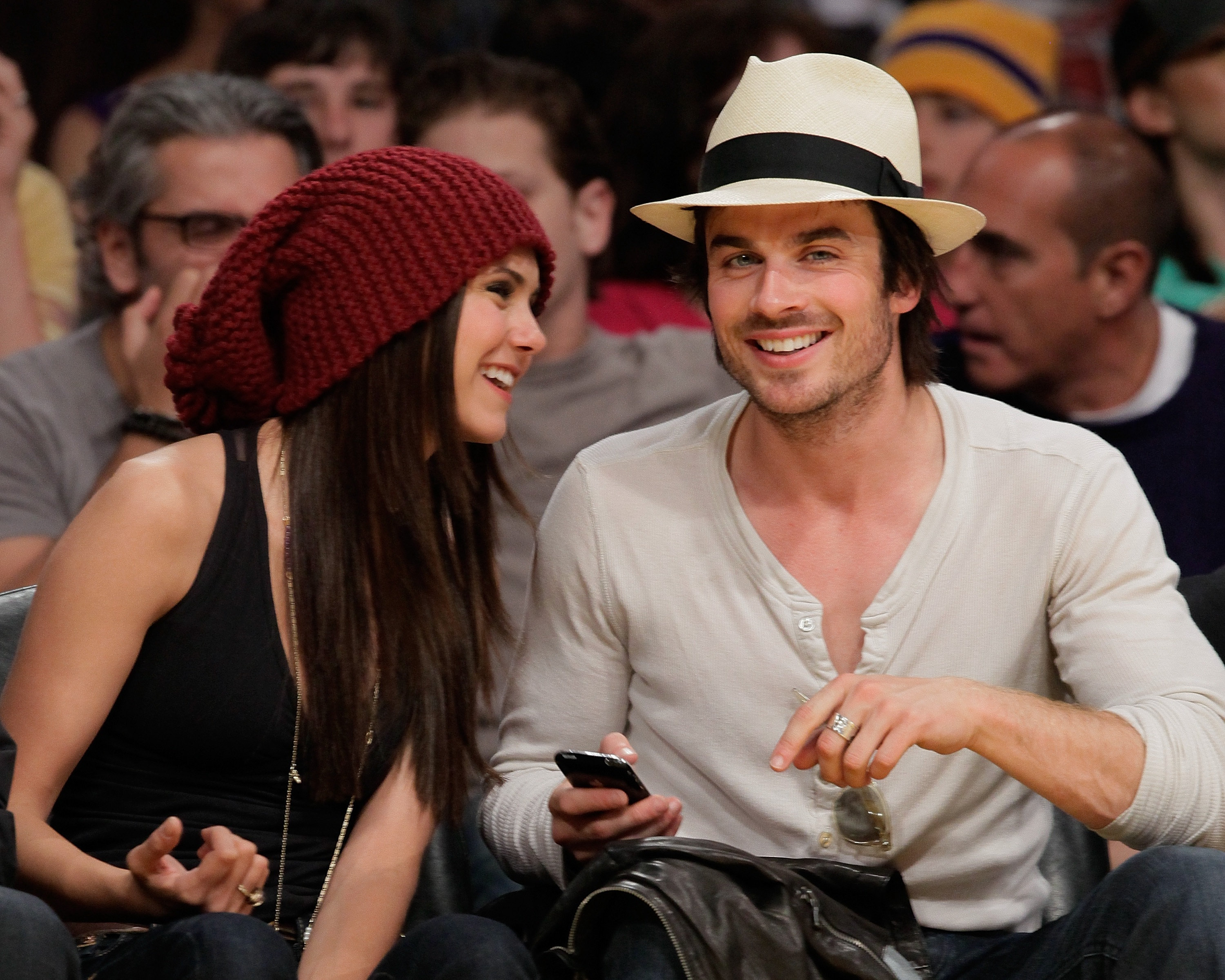 Is Nina Dobrev nog steeds dating Ian Somerhalder 2013